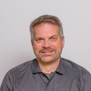 Portrait Alex Staenke Konsultori